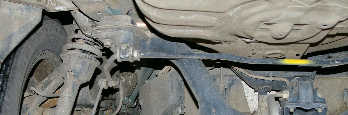 Undervognen på en bil, der er løftet op