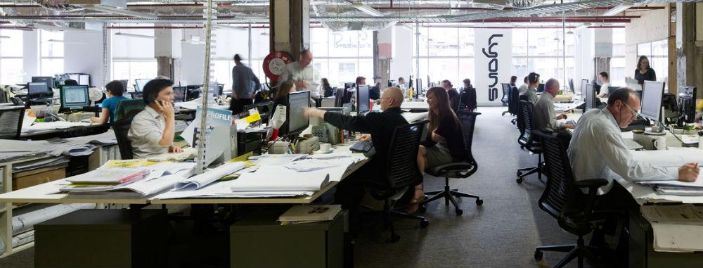 Fuldt ud indrettet kontorlandskab
